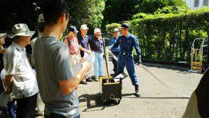 高輪消防署によるスタンドパイプの説明風景の写真